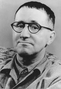 BERTOLD BRECHT Nasceu a 10 Fevereiro 1898 (Augsburgo, Alemanha) Morreu a 14 Agosto 1956 (Berlim Leste) .